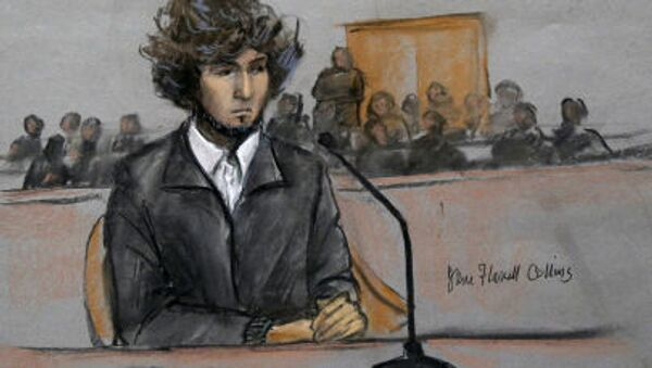 Tranh vẽ từ phòng xử án mô tả nghi phạm Dzhokhar Tsarnaev trong thời gian xét xử vụ đánh bom ở cuộc đua marathon Boston - Sputnik Việt Nam