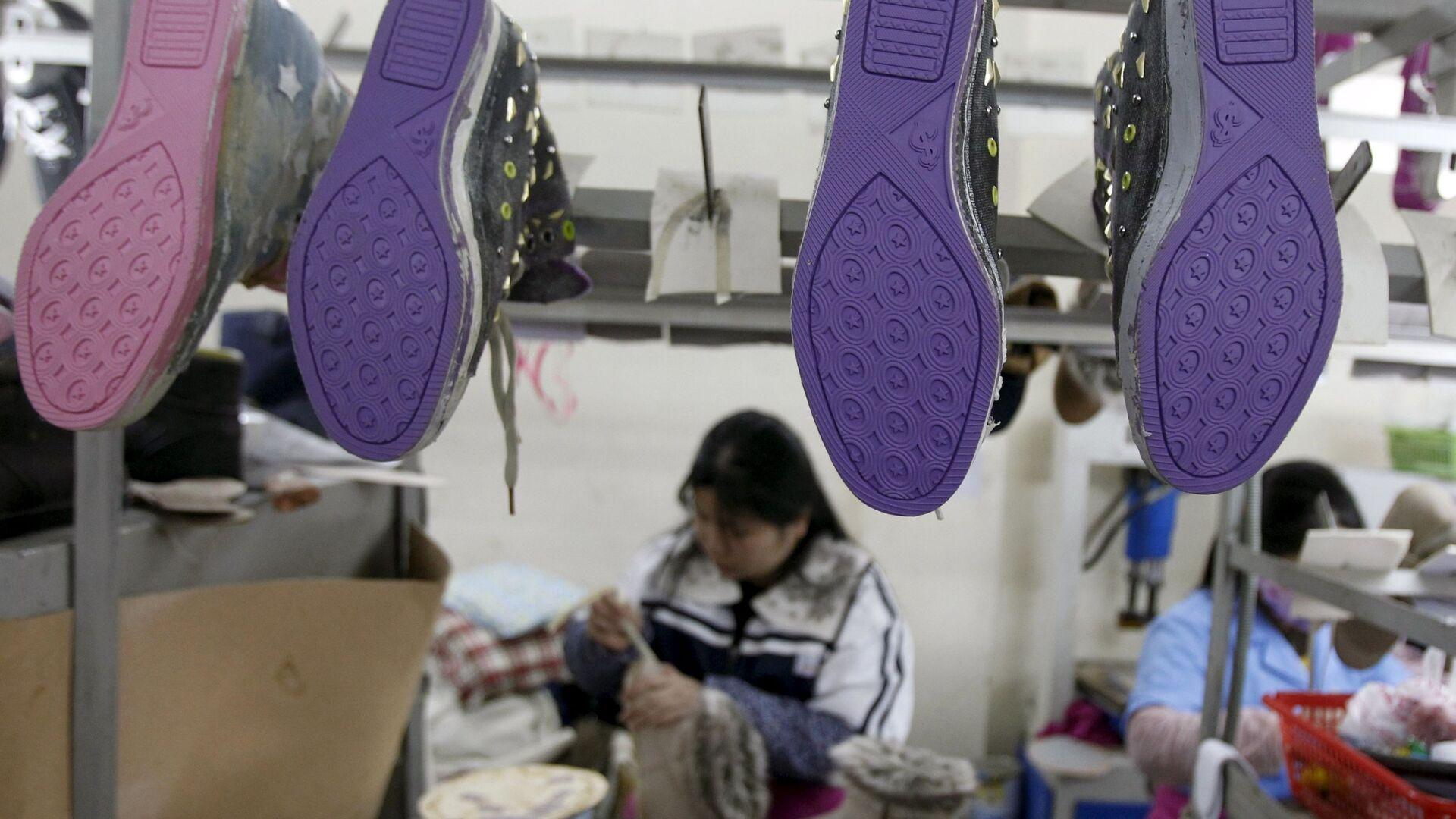 Một phụ nữ Việt ở một nhà máy giày  - Sputnik Việt Nam, 1920, 13.10.2021