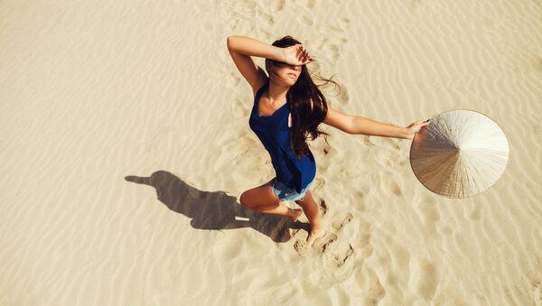 Cô gái trên bãi biển Việt Nam - Sputnik Việt Nam