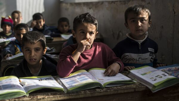 Học sinh của một trường học tại khu tái định cư người tị nạn - Sputnik Việt Nam