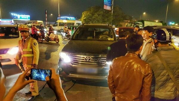 Hà Nội: Lái xe của thanh tra Bộ LĐ-TB-XH tát cảnh sát cơ động - Sputnik Việt Nam