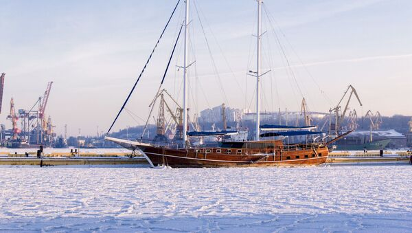 Tàu hải quân Ukraina tại Odessa đông cứng trong băng - Sputnik Việt Nam
