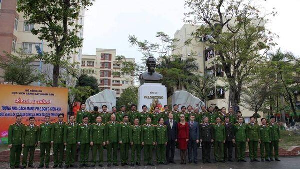Ngày 20/1/2017, Học viện Cảnh sát Nhân dân Việt Nam đã long trọng khánh thành tượng nhà cách mạng F.E. Dzherzhinsky  nhà sáng lập cơ quan Công an XHCN đầu tiên trên thế giới. - Sputnik Việt Nam