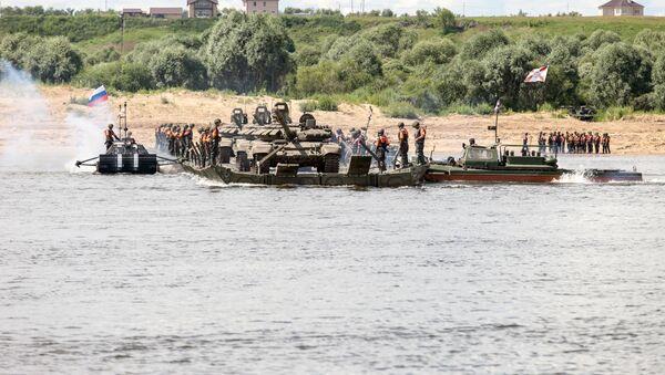 Всеармейское соревнование понтонно-переправочных подразделений инженерных войск Открытая вода в Муроме - Sputnik Việt Nam