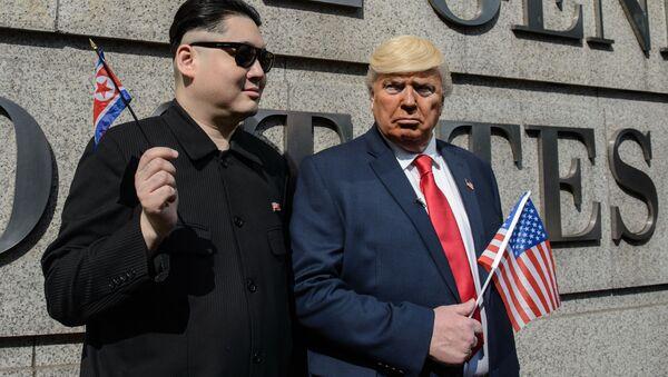 Trump và Kim Jong-un   gặp nhau  trên phố Hồng Kông (Video) - Sputnik Việt Nam
