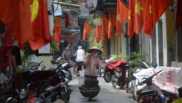 Hà Nội. Nhà nhà treo cờ Tổ quốc đón Tết Nguyên đán - Sputnik Việt Nam