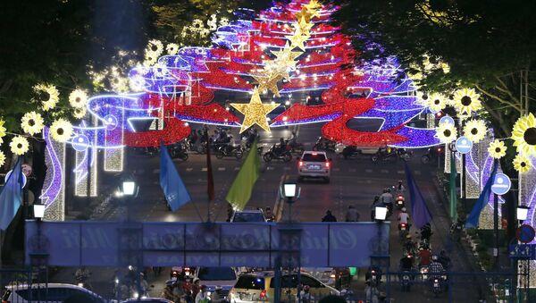 Đèn trang trí tại thành phố Hồ Chí Minh trước thềm Tết Nguyên đán - Sputnik Việt Nam