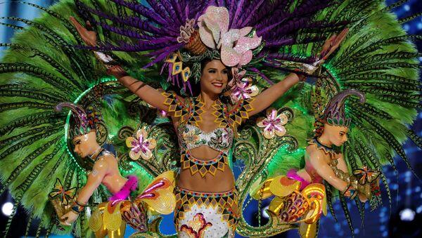 Người tham gia cuộc thi Hoa hậu Hoàn vũ đến từ Panama trong trang phục dân tộc - Sputnik Việt Nam