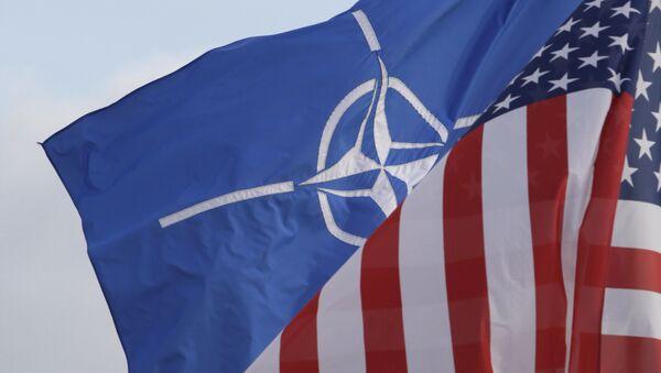 Cờ NATO và Hoa ky - Sputnik Việt Nam