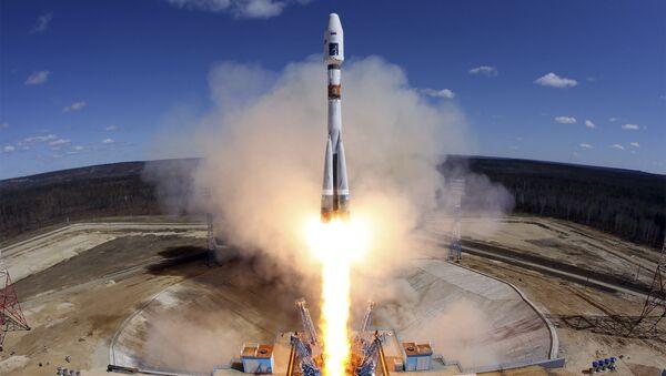 Старт ракеты-носителя Союз-2.1а с тремя российскими спутниками Ломоносов, Аист-2Д и SamSat-218 с космодрома Восточный - Sputnik Việt Nam