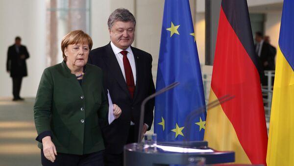 Petro Poroshenko với Thủ tướng Đức Angela Merkel - Sputnik Việt Nam