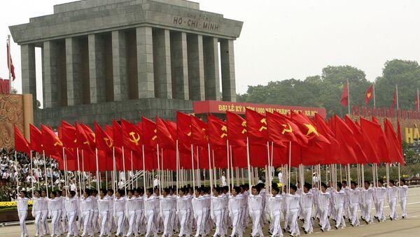 Diễu hành tại lăng Chủ tịch Hồ Chí Minh ở Hà Nội, Việt Nam - Sputnik Việt Nam