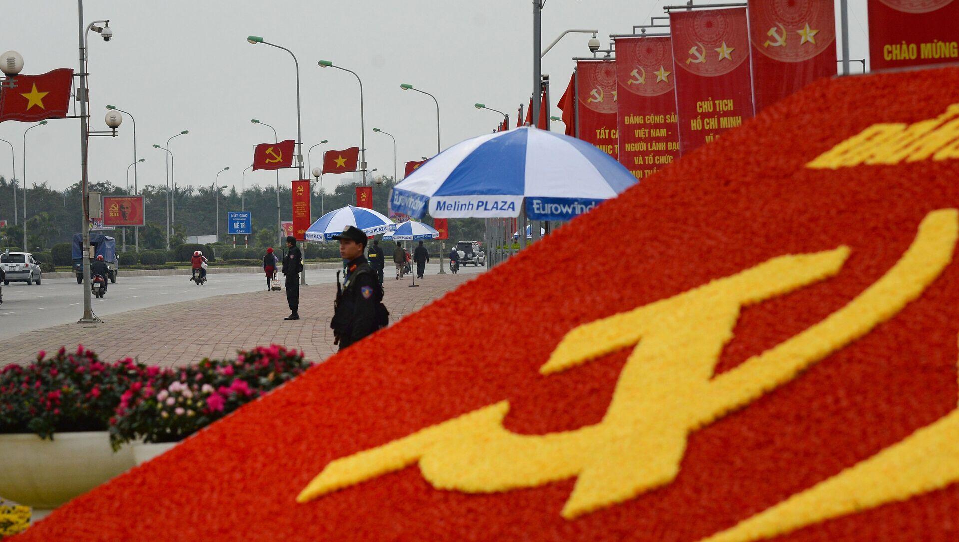 Cảnh sát đặc nhiệm trên đường phố của Hà Nội trước Đại hội 12 Đảng Cộng sản Việt Nam - Sputnik Việt Nam, 1920, 11.04.2021
