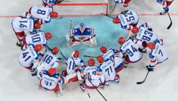 Các cầu thủ đội tuyển Nga trước khi bắt đầu trận chung kết trong Giải Vô địch hockey thế giới 2015 tổ chức tại Czech - Sputnik Việt Nam