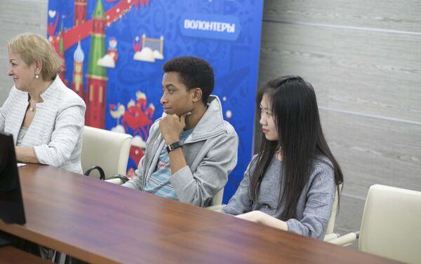Viện tiếng Nga mang tên Pushkin vừa khởi động khóa học trực tuyến miễn phí dạy tiếng Nga cho những người nước ngoài nộp đơn tham gia chương trình tình nguyện tại World Cup 2018. - Sputnik Việt Nam
