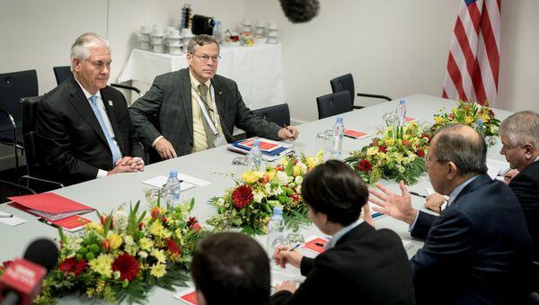 Ngoại trưởng Nga Lavrov và Ngoại trưởng Mỹ Tillerson tiến hành cuộc gặp đầu tiên - Sputnik Việt Nam