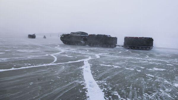 Phương tiện xe bánh xích tham gia thử nghiệm vũ khí, thiết bị quân sự  mới và triển vọng ở Bắc Cực - Sputnik Việt Nam