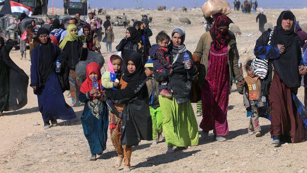 Thường dân ồ ạt chạy trốn khỏi Mosul trước đợt tấn công sắp tới của quân đội Iraq - Sputnik Việt Nam