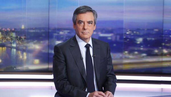 Francois Fillon, former French prime minister, member of The Republicans political party and 2017 presidential candidate of the French centre-right, is seen prior to a prime-time news broadcast in the studios of TF1 in Boulogne-Billancourt, near Paris, France, January 26, 2017 - Sputnik Việt Nam