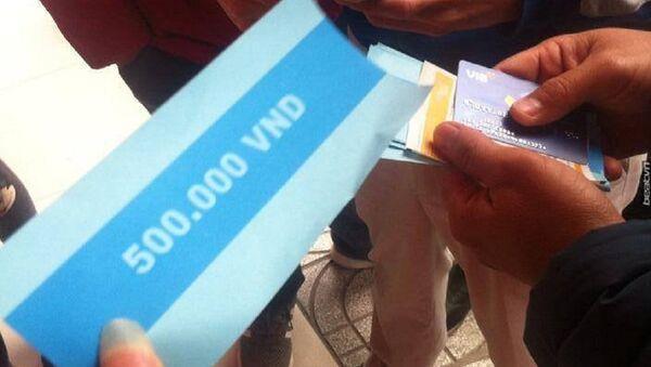 Hà Nội: rút tiền tại ATM, sốc khi nhận toàn giấy in mệnh giá 500 nghìn, không phải tiền - Sputnik Việt Nam