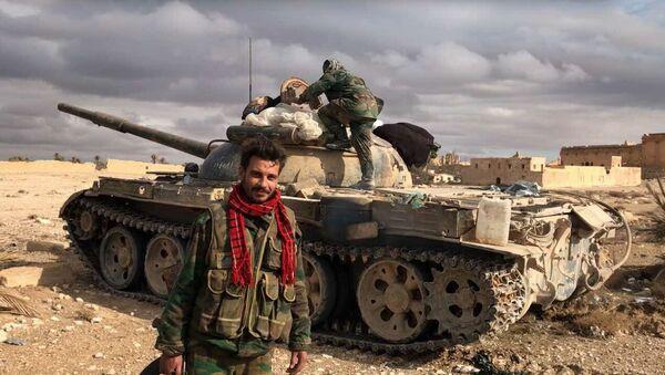 Военнослужащие Сирийской Арабской Республики возле историко-архитектурного комплекса Древней Пальмиры в сирийской провинции Хомс - Sputnik Việt Nam