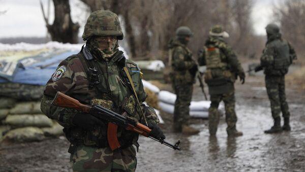 Украинские военные на КПП в Донецкой области. Архивное фото - Sputnik Việt Nam