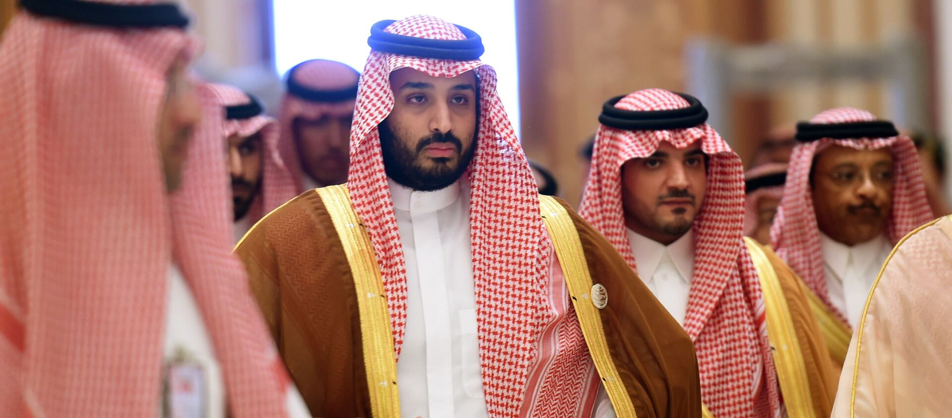 Saudi Defence Minister Mohammed bin Salman (2nd L), who is the desert kingdom's deputy crown prince and second-in-line to the throne, arrives at the closing session of the 4th Summit of Arab States and South American countries held in the Saudi capital Riyadh, on November 11, 2015 - Sputnik Việt Nam, 1920, 21.03.2021