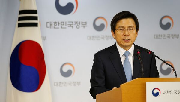 South Korean Prime Minister and the acting President Hwang Kyo-ahn releases a statement to the nation at the Goverment Complex in Seoul, South Korea, December 9, 2016. - Sputnik Việt Nam