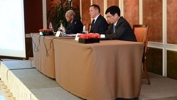 """Yuri Trutnev đã tiến hành cuộc gặp """"bàn tròn"""" tại Hà Nội với sự tham gia của các doanh nghiệp Việt Nam có quan tâm đến công việc ở vùng Viễn Đông. - Sputnik Việt Nam"""
