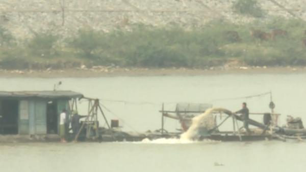 Hiện trạng khai thác cát trên sông Cầu đoạn qua tỉnh Bắc Ninh - Sputnik Việt Nam