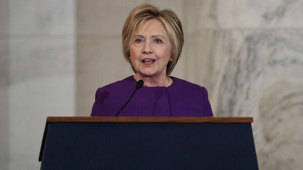 Former Secretary of State Hillary Clinton speaks during a ceremony to unveil a portrait of Senate Minority Leader Harry Reid, D-Nev., on Capitol Hill, Thursday, Dec. 8, 2016, in Washington - Sputnik Việt Nam