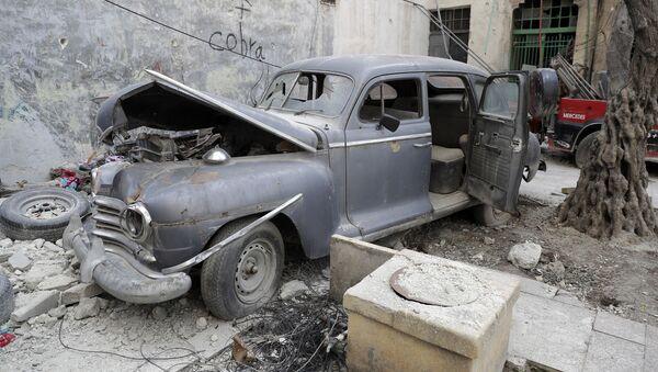 Xe cổ ở thành phố Aleppo đổ nát - Sputnik Việt Nam