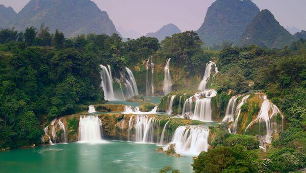 Thác Bản Giốc nằm trên biên giới Việt-Trung - Sputnik Việt Nam