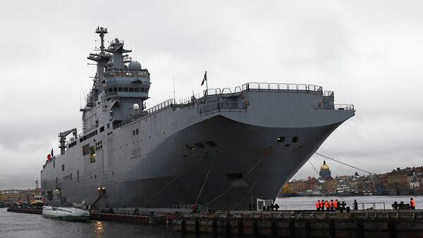 French Mistral-class amphibious assault ship moored near Lieutenant Schmidt Embankment in St. Petersburg - Sputnik Việt Nam