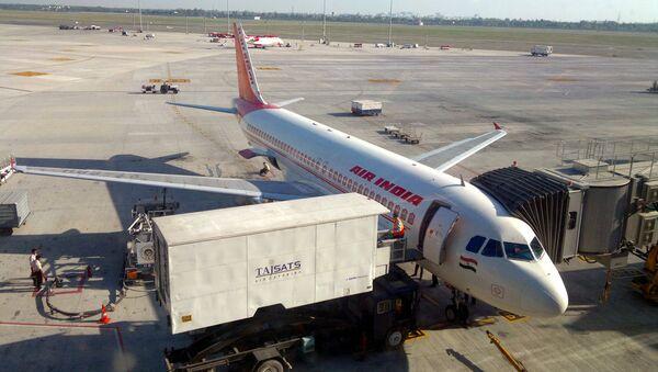 Air India Flight parked in Delhi T3 terminal - Sputnik Việt Nam