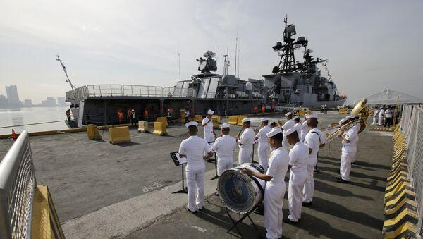 Tổng thống Philippines Rodrigo Duterte đã tới thăm tàu chống ngầm lớn Đô đốc Tributs của Hải quân Nga - Sputnik Việt Nam
