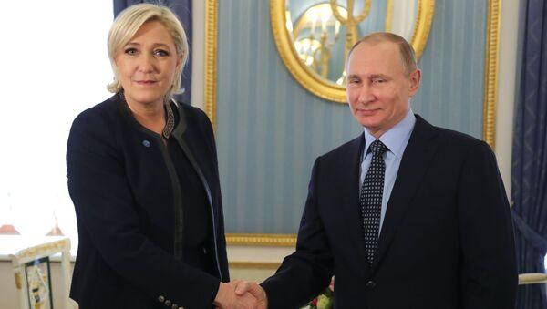 Tổng thống Putin tiếp bà Le Pen trong điện Kremlin - Sputnik Việt Nam