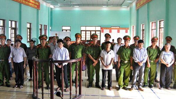 Các bị cáo tại phiên sơ thẩm - Sputnik Việt Nam