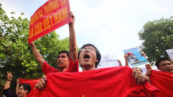 19/06/2011 Người Việt biểu tình tại Hà Nội - Sputnik Việt Nam