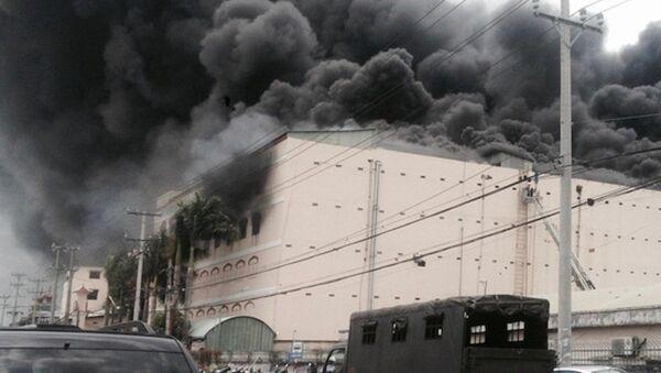 Đám cháy bùng phát vào ngày 23-3 tại công ty may. - Sputnik Việt Nam
