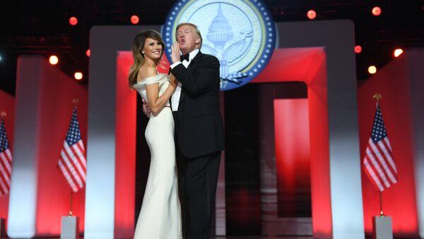 Donald và Melania Trump - Sputnik Việt Nam