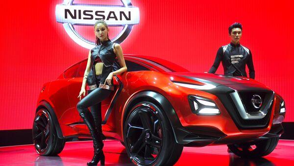 Các người mẫu trình diễn chiếc xe mẫu Nissan Gripz trong chương trình giới thiệu tại Seoul Motor Show - Sputnik Việt Nam
