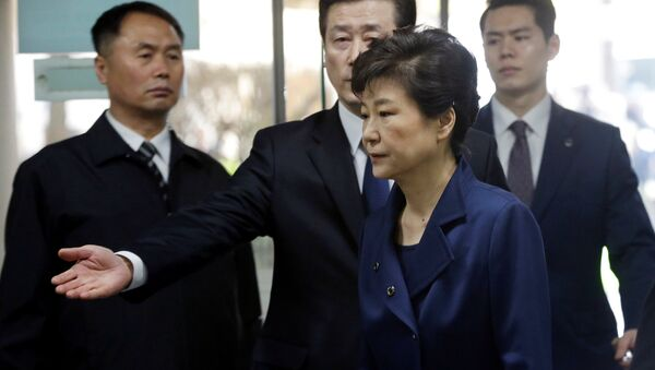 Ousted South Korean President Park Geun-hye arrives for questioning on her arrest warrant at the Seoul Central District Court in Seoul, South Korea, Thursday, March 30, 2017 - Sputnik Việt Nam