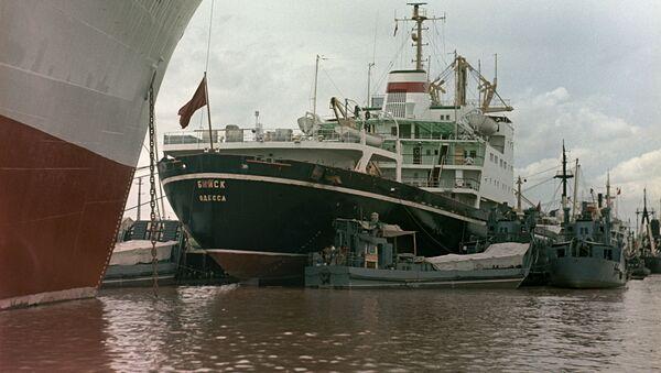 Tàu thương mại của Liên Xô Minsk và biysk tại cảng Hải Phòng - Sputnik Việt Nam
