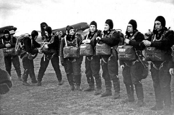 Đội phi hành gia Liên Xô đầu tiên trong giờ thực tập... - Sputnik Việt Nam