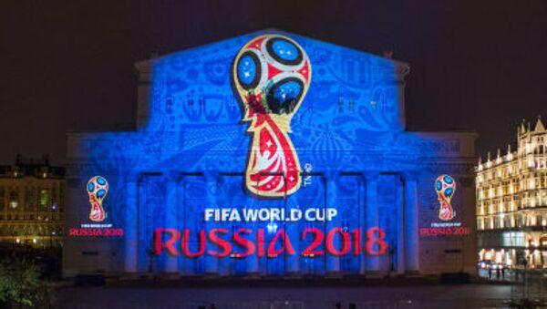 Giới thiệu logo của  World Cup bóng đá 2018 trên mặt tiền Nhà hát Bolshoi ở Matxcơva - Sputnik Việt Nam