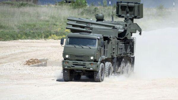 Tổ hợp tên lửa pháo phòng không tự hành trên đất liền Panstyr-S trên xe KAMAZ-6560 tại cuộc trưng bày ở ngoại ô Moskva - Sputnik Việt Nam