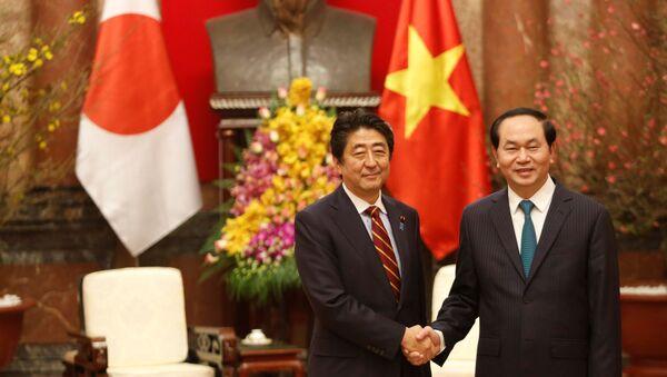 Thủ tướng Nhật Bản Shinzo Abe và Chủ tịch Việt Nam Trần Đại Quang - Sputnik Việt Nam