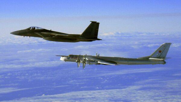 Tu-95 strategic bomber, escorted by a US Air Force F-15C Eagle off the coast of Alaska, 2006. - Sputnik Việt Nam
