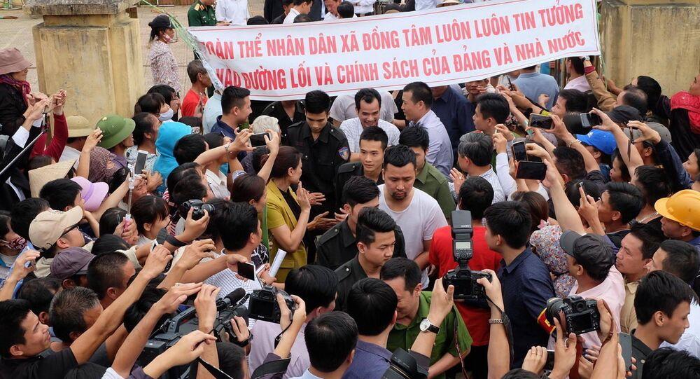 Các chiến sĩ CSCĐ, cán bộ được người dân Đồng Tâm thả sau cam kết của chủ tịch Nguyễn Đức Chung